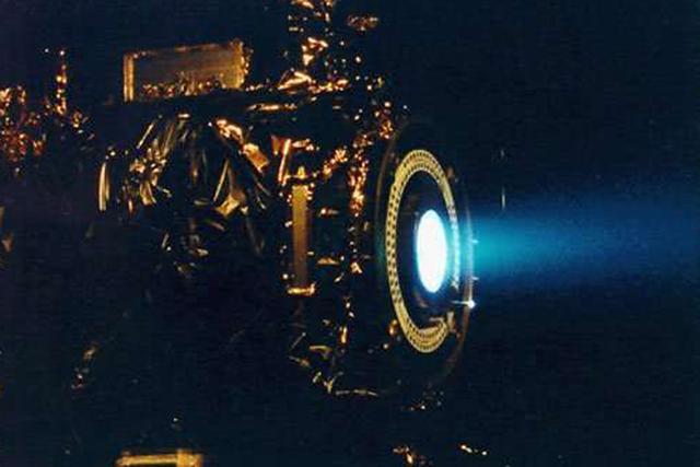 科学家设想了新的动力模式,比如离子发动机,借助太阳的引力进行加速,需要8万年左右的时间才能抵达半人马座阿尔法星