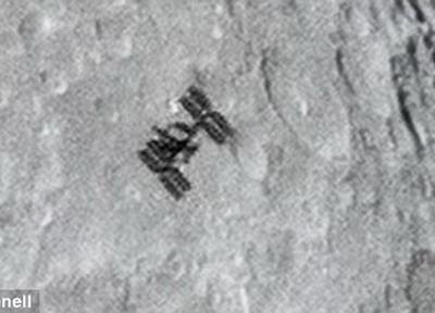 澳大利亚摄影师拍摄到国际空间站掠过月球表面的一瞬间