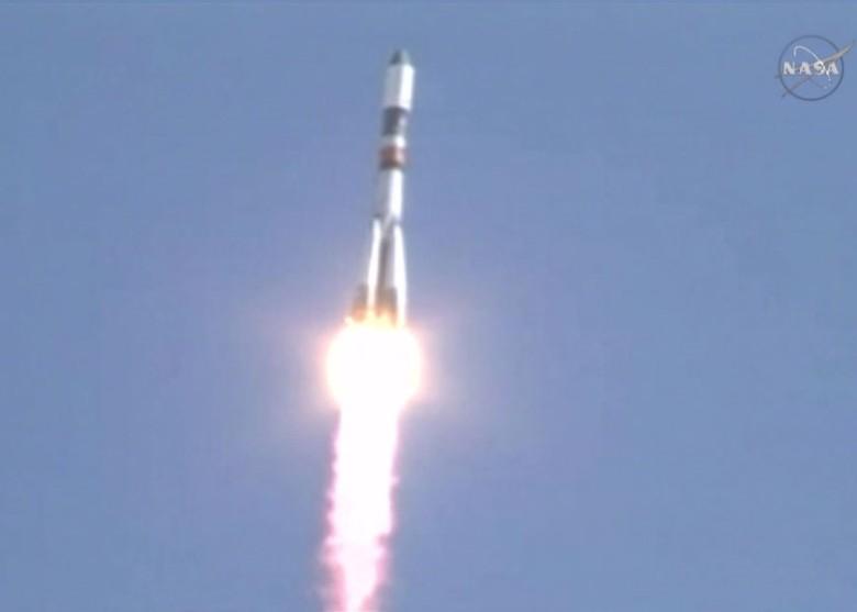 联盟号火箭将俄罗斯太空船送上太空