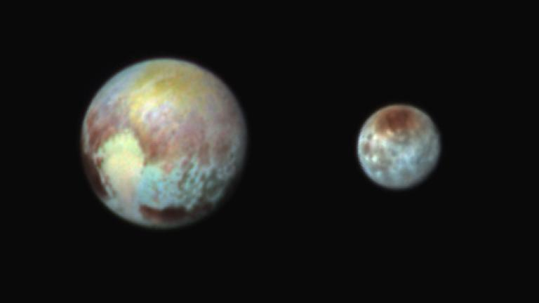这张冥王星与冥卫一(凯伦)的假色合成影像将两者之间的差异夸大,以便观察。新视野号上配备了一台名为Ralph的可见光和红外相机,相机上的滤镜揭露了心形区域中,颜色