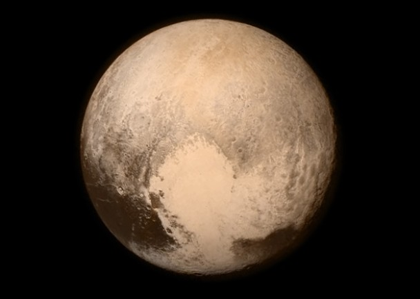 新视野号飞越冥王星,并成功回传讯号。