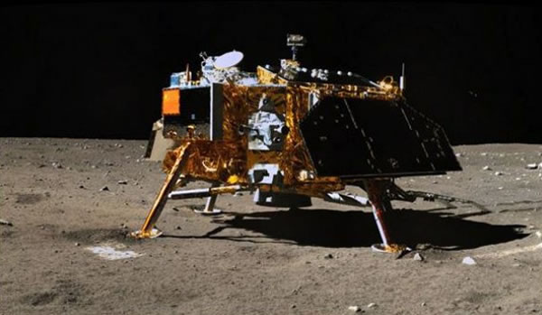 """中国2013年发射""""嫦娥三号""""。"""