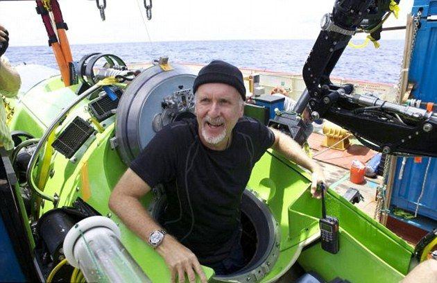 """詹姆斯卡梅隆形容马里亚纳海沟像是""""另一个星球""""。"""