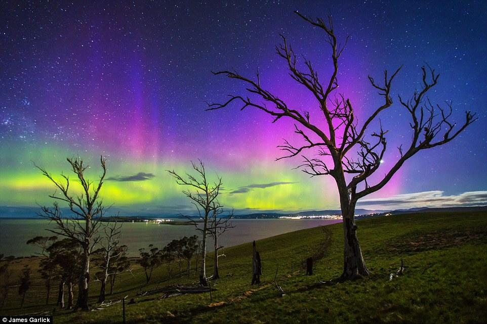 摄影师James Garlick的作品获得夜景天文类摄影奖