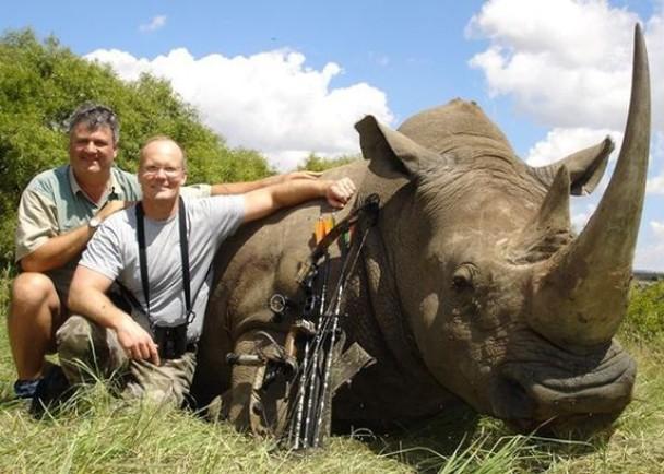 帕尔默经常走遍世界各地狩猎,曾猎杀犀牛。
