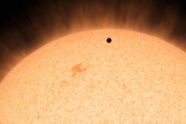 对于系外行星凌日,也有比较严格的要求,比如其方向要正对地球,这样我们才能发现恒星亮等的微弱变化
