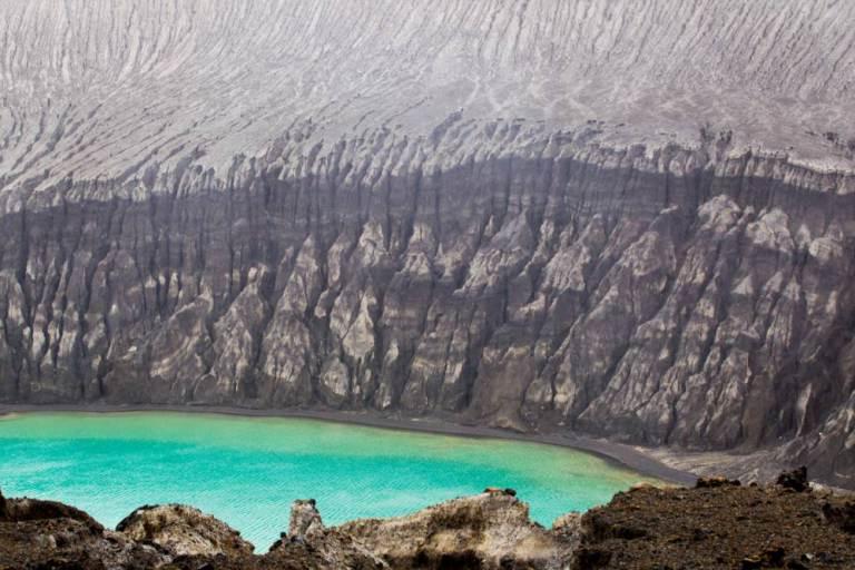 新岛屿因火山活动而形成