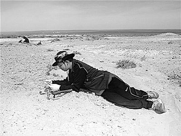 2012年暑假,余逸伦随中科院专家到二连浩特做野外考察