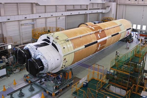 """资料图:日本独立研发的无人宇宙飞船""""鹳""""。"""