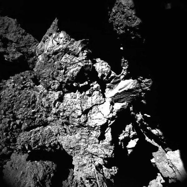 菲莱着陆器拍摄的67P彗星地表图像