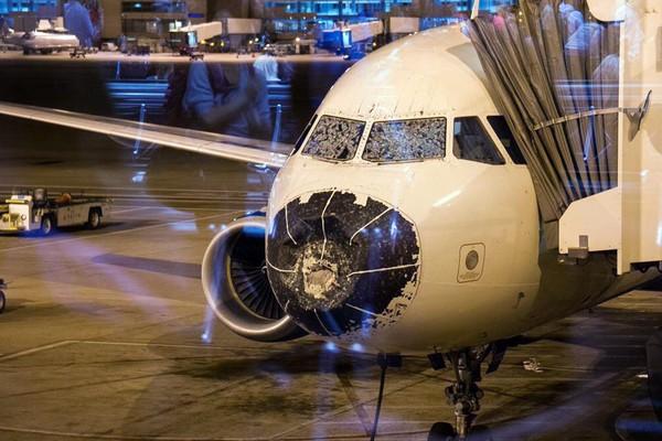 """美国降冰雹_美国达美航空A320客机空中遇冰雹机头全毁 """"摸黑盲降""""丹佛机场 ..."""