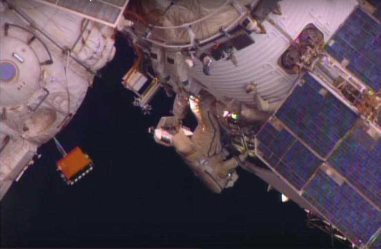 太空人离开太空站