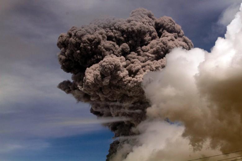 科托帕希火山喷出的火山灰高达5公里