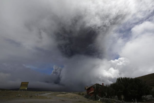 科托帕希(Cotopaxi)火山的火山灰喷上5公里的高空