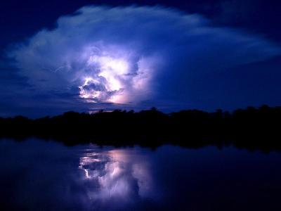 委内瑞拉卡塔通博河注入马拉卡波胡地段的闪电举世闻名
