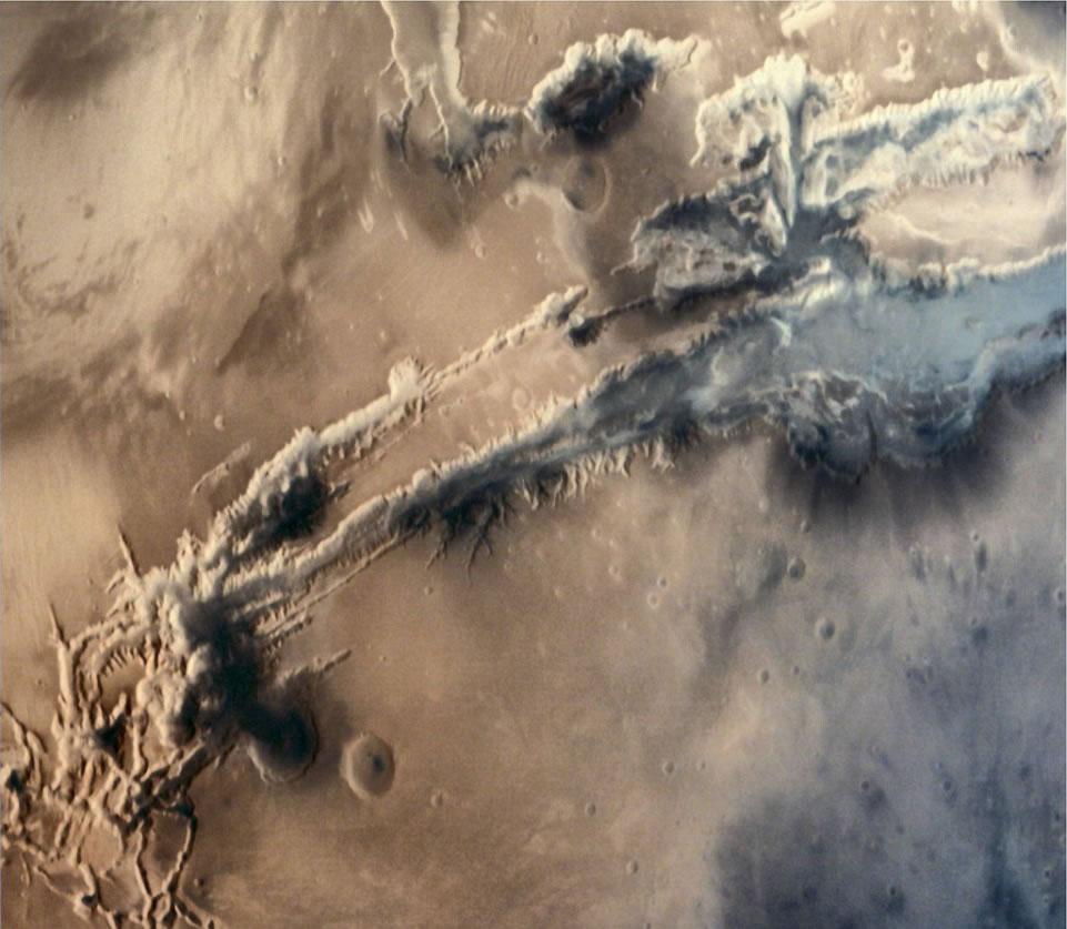 印度火星探测器拍摄到的水手火山近景图