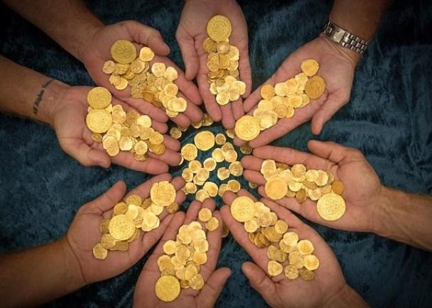 布里斯本共发现350枚金币