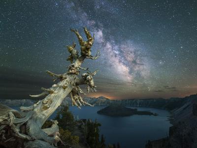 美国俄勒冈州火口湖的璀璨银河