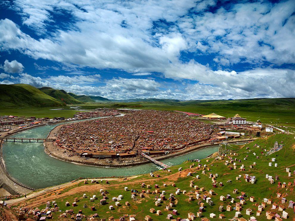 中国甘孜藏族自治州藏传佛教和尚居所