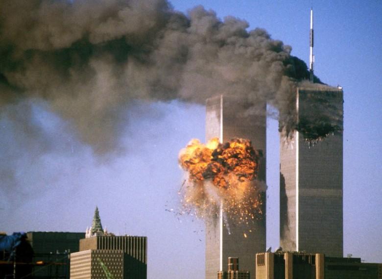 恐怖份子骑劫客机撞向纽约世贸中心大楼