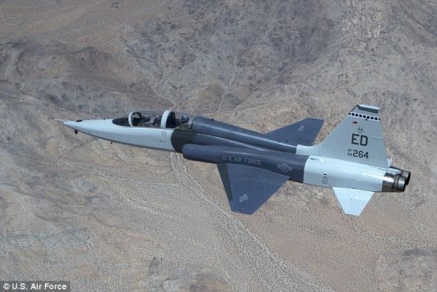 今年2月,研究人员在空对空试飞第三阶段中进一步改善了美国宇航局研发的纹影技术。试验中的超音速目标飞机包括美国宇航局的一架F-15战斗机和一架来自爱德华兹空军试飞