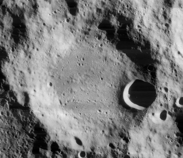 月球南极附近的博古斯瓦夫斯基撞击坑(Boguslavsky crater),直径97公里,深3.4公里