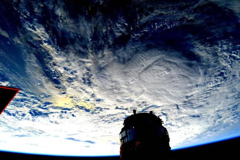 美国太空人拍到壮丽的飓风照片
