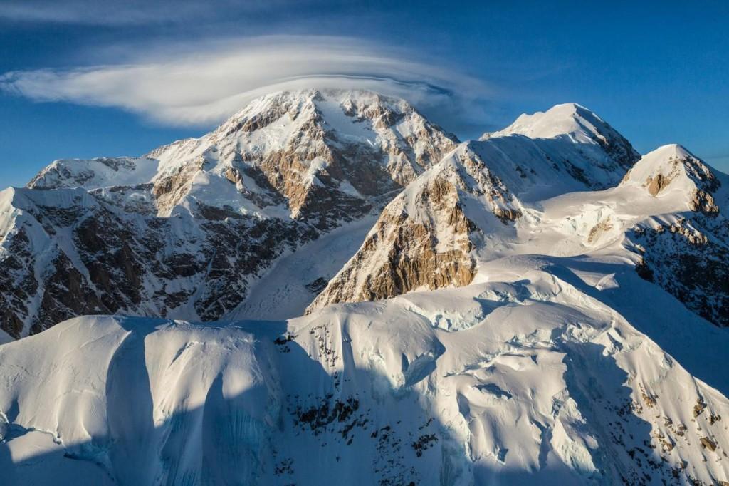 数十年来,阿拉斯加人一直敦促联邦政府,将麦金利山改名为迪纳利山。 Photograph by Aaron Huey, National Geographic
