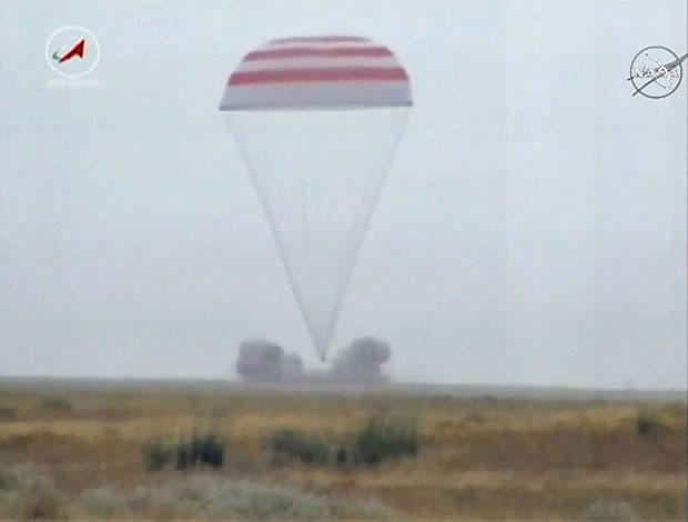 """三名国际空间站宇航员搭乘俄罗斯""""联盟TMA-16M""""飞船返回地球"""