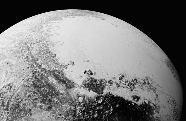 美国NASA公布冥王星最新超清晰影像