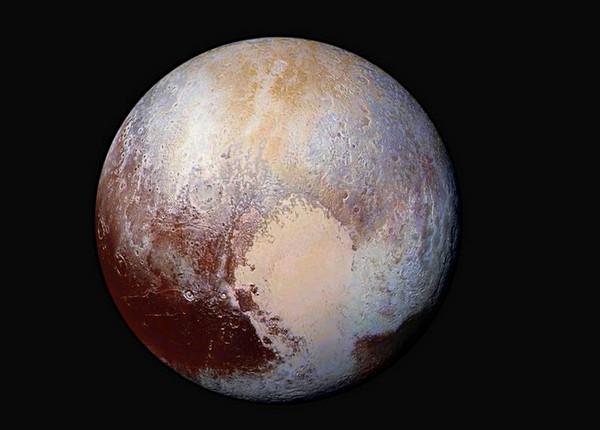 偏白的冥王星之星