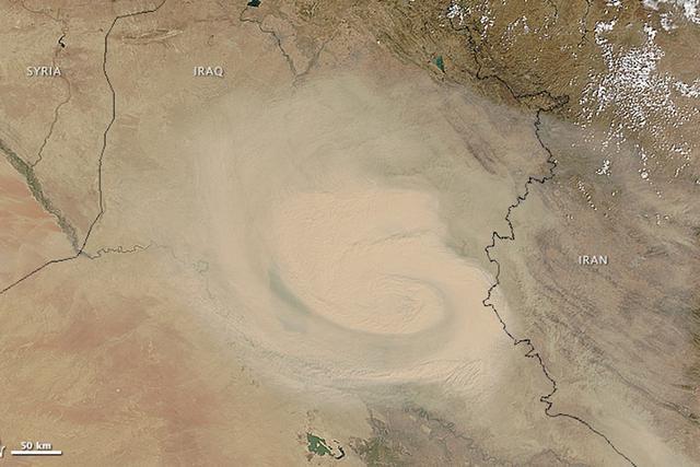 伊拉克和叙利亚边境上出现了大型沙尘暴,直到9月3日,沙尘暴仍然在绵延之中,影响面积更广