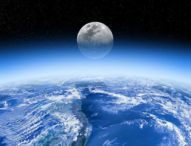 研究者们发现,地球重力对月球皱缩时的断层方向有着难以估计的影响。