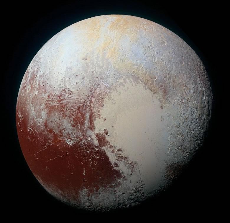 这批照片再进一步把冥王星呈现世人眼前。