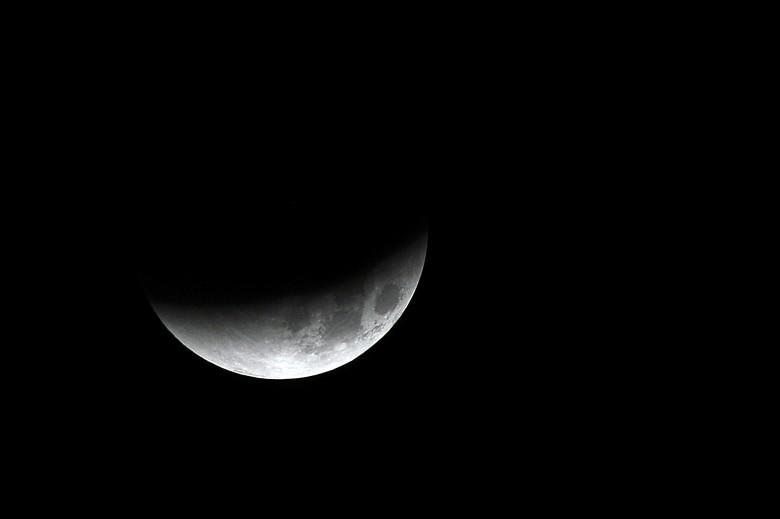 月亮只剩下一小半