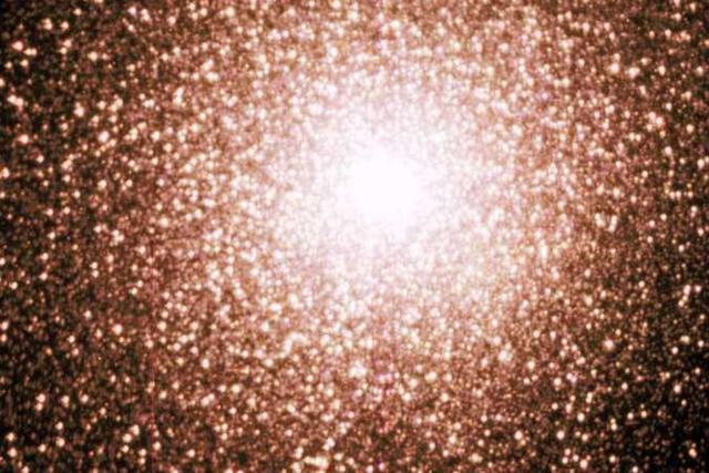 杜鹃座47球状星团拥有大量的恒星,但毫秒级脉冲星的数量仍然很少