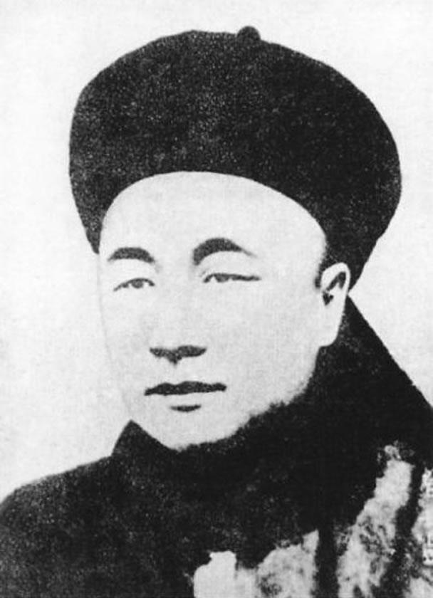 致远舰的舰长为邓世昌,当时于甲午战争阵亡。