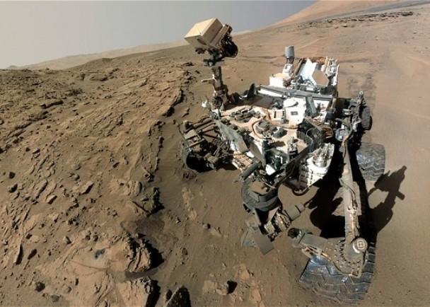 图为正在火星执行探测任务的好奇号探测车