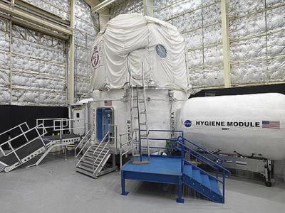 美国宇航局与海军潜艇部队合作测试宇航员如何应对长期太空任务