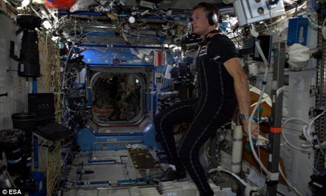 紧身太空服可以避免太空飞行中宇航员产生