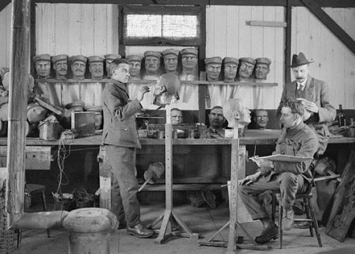 英军设工厂制作纸浆人头
