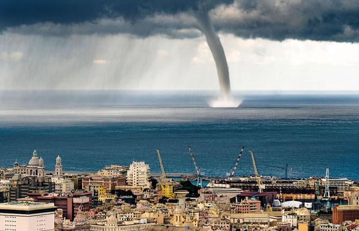 当龙卷风接近意大利海岸时,其威力和体型都增大很多。
