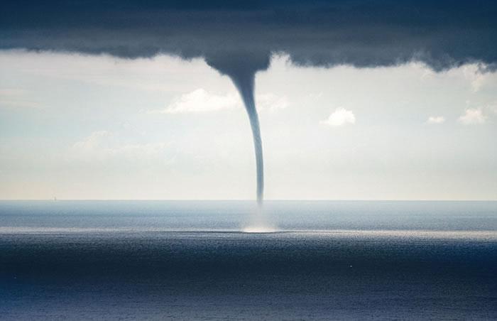 龙卷风的风速可达到每小时480公里