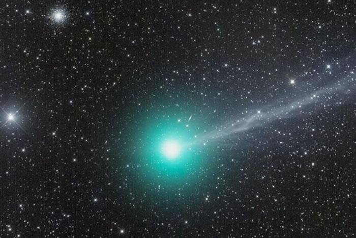 """2011年12月,""""洛夫乔伊""""彗星掠过澳洲上空。"""