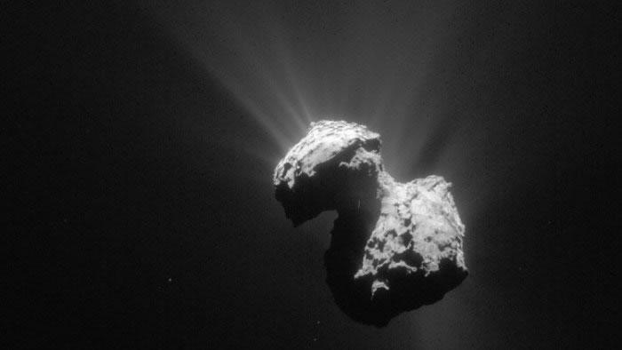 """67P彗星的""""橡皮鸭""""外形是由两颗彗星碰撞形成"""