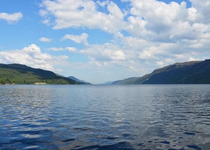 威廉斯指出,尼斯湖水怪传说是为了挽救苏格兰的旅游业而编造出来的。