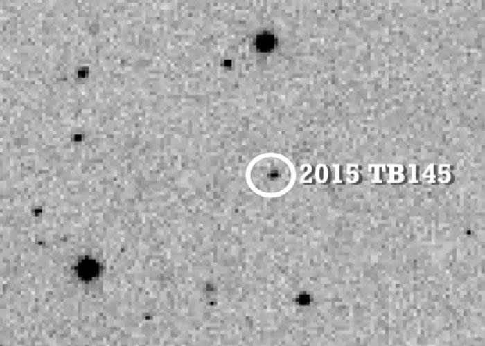 万圣节晚上有一颗酷似人类骷髅头骨的死亡彗星2015 TB145在地球身边飞过