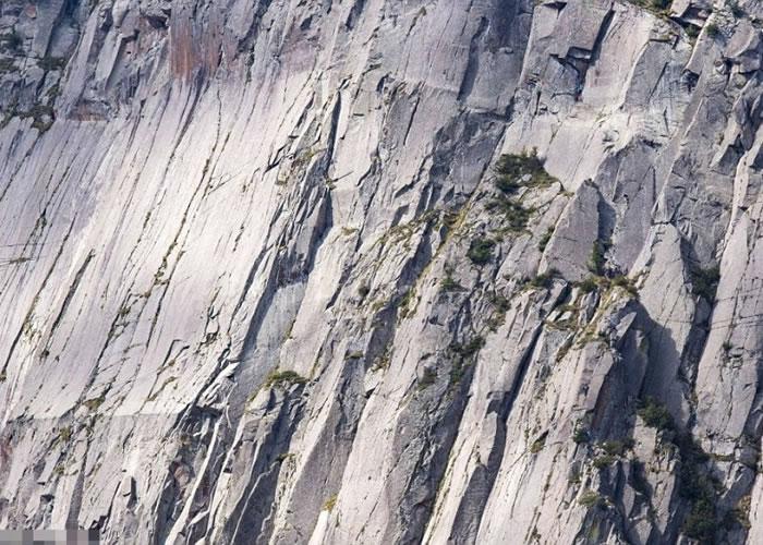 皮萨诺拍下的这张峭壁照片隐藏着4名攀山勇者,你找得到吗?