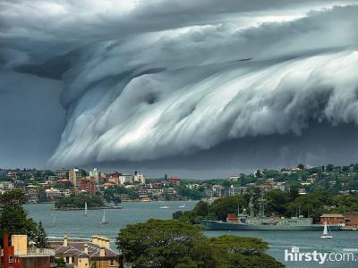 澳大利亚悉尼上空出现巨大雷雨云