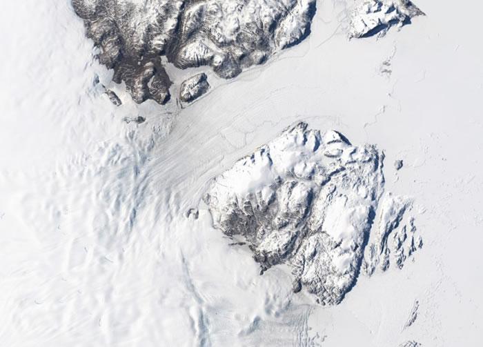 冰川以每年50亿吨的速度消失
